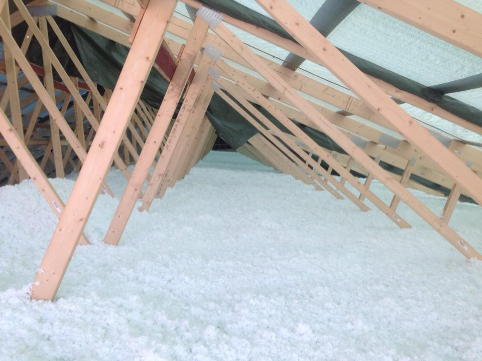 Resultatet av et ferdig isolert kaldloft med blåseisolering