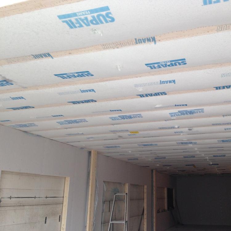 Blåseisolering av etasjeskiller og tak