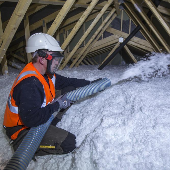 Vi blåseisolerer kaldloft i nye bygg