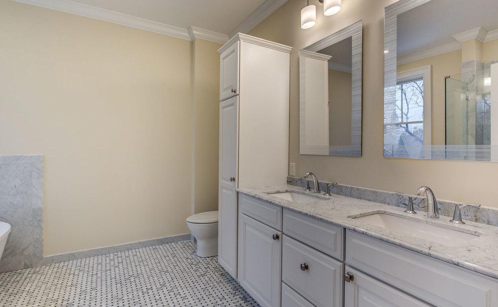 20_Bathroom_3.jpg