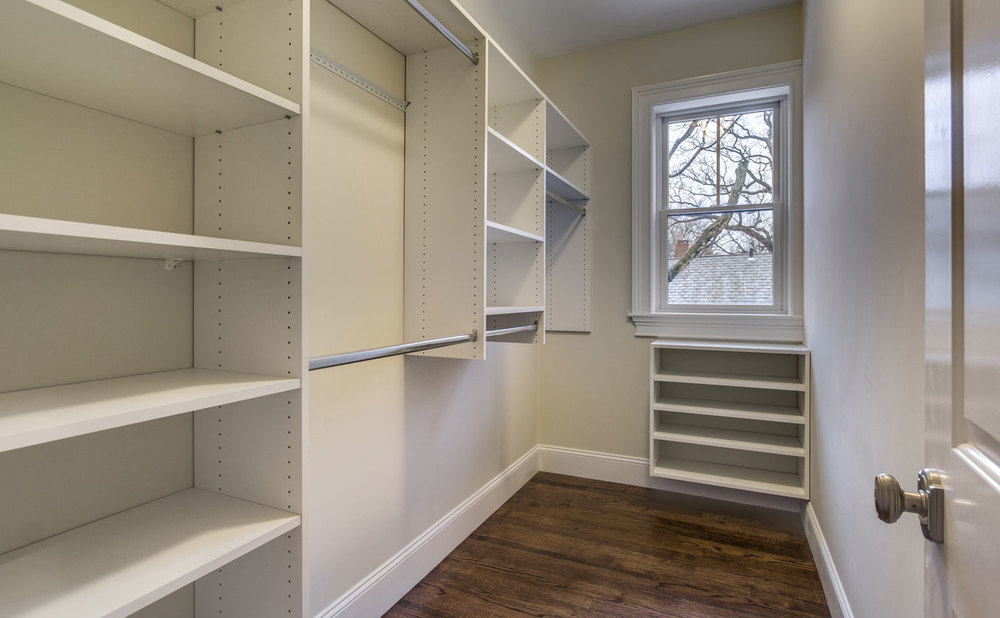 26_Walk-in-Closet.jpg