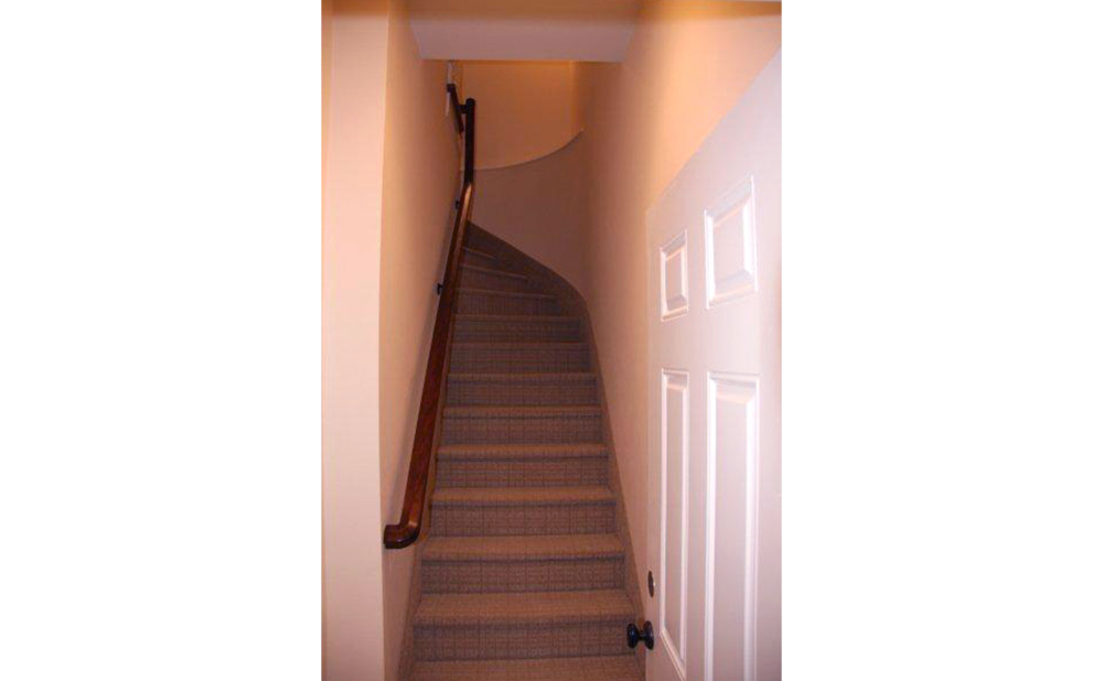 Entrance-Staircase.png