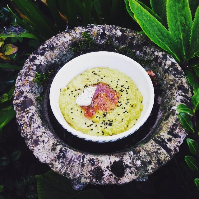 Curried Pea Hummus w/Mango Chutney