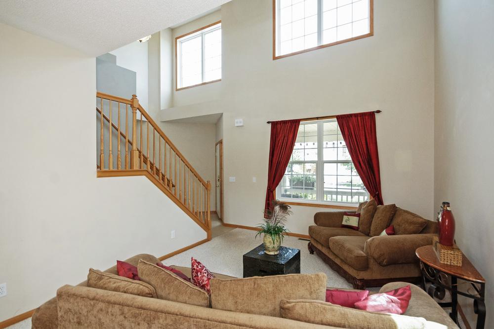 04 Living Room.jpg