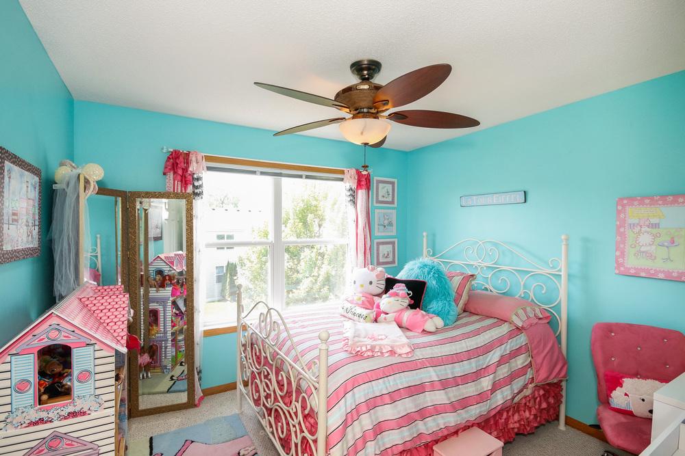 19 Bedroom 2.jpg