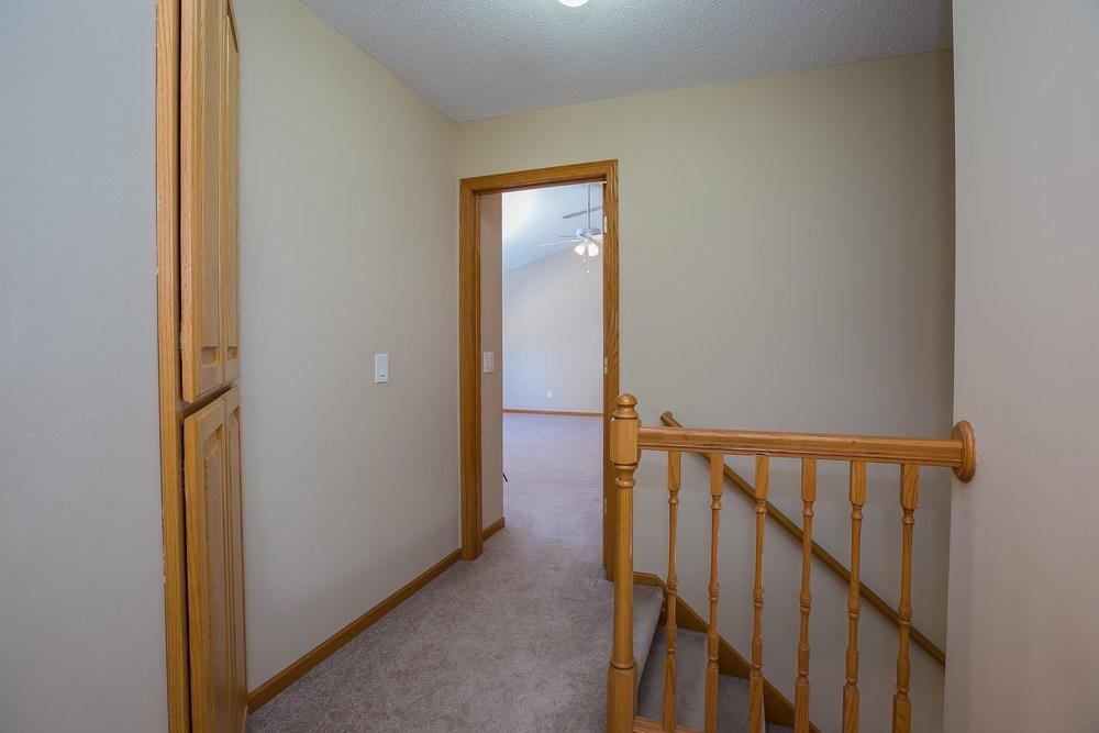021_Hallway UL.jpg