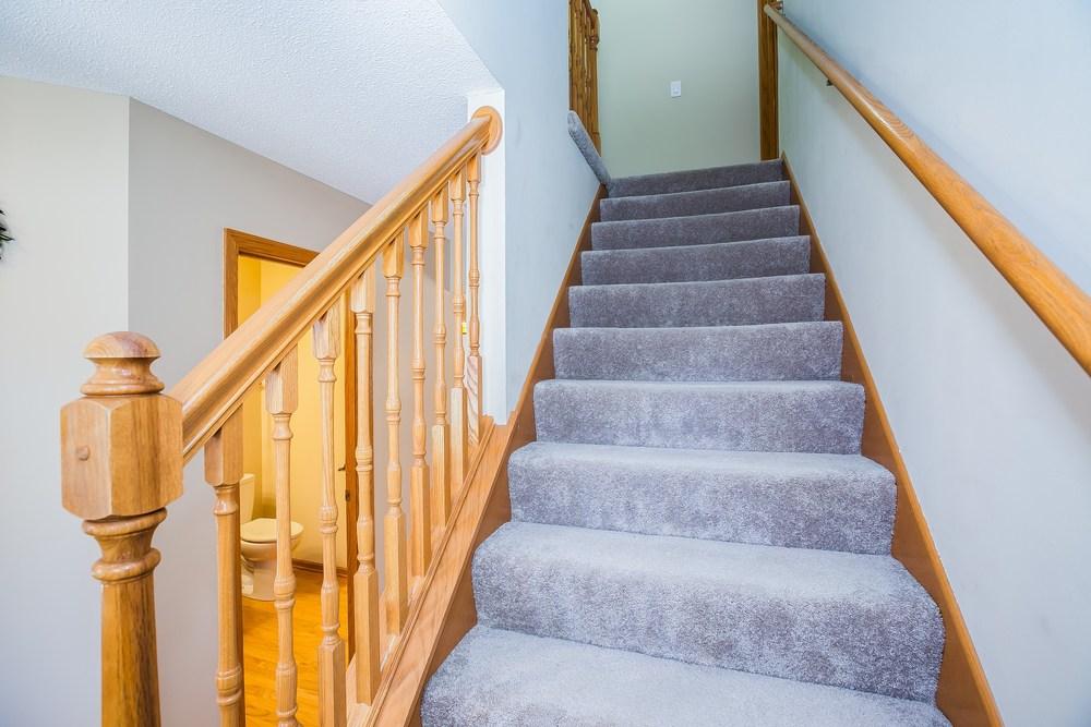 020_Stairway UL.jpg