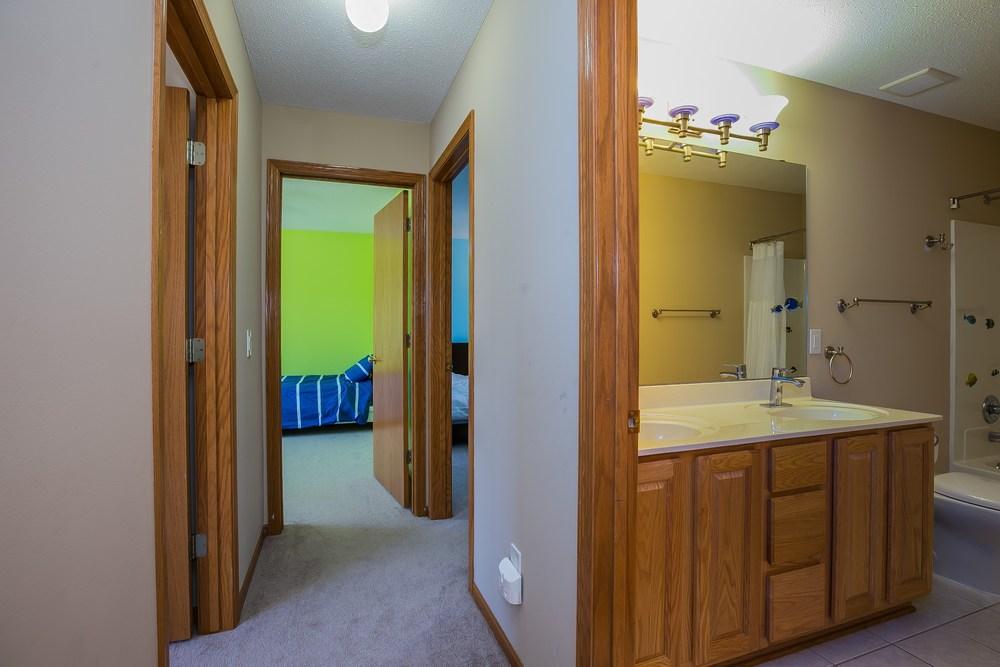 026_Hallway & Bathroom UL.jpg
