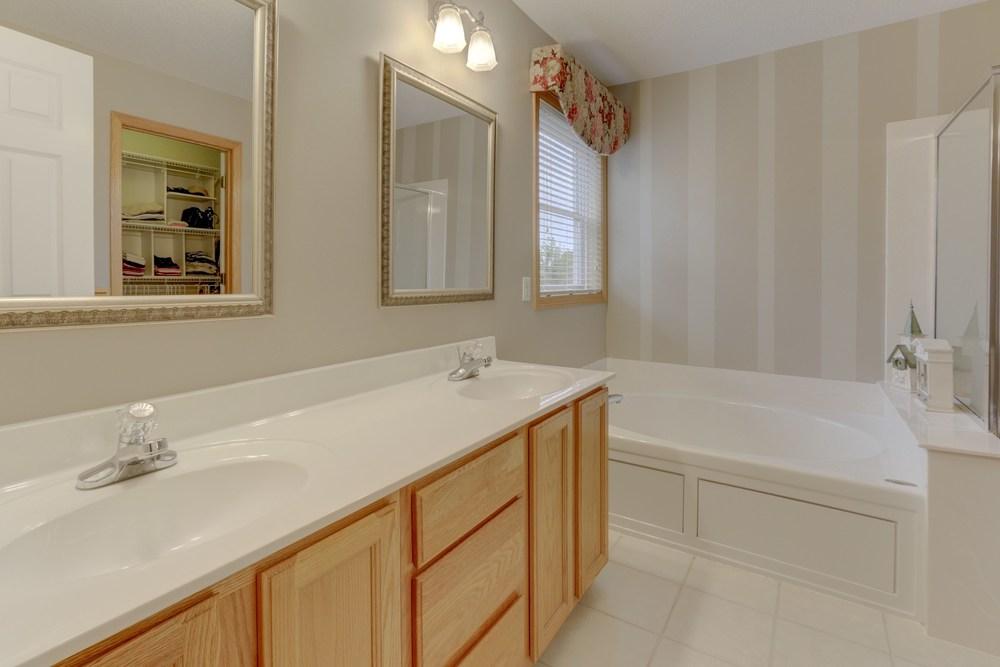 016_Master Bathroom.jpg