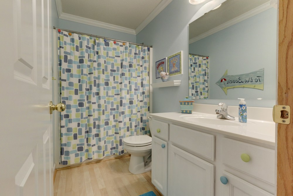 024_Upstairs Bathroom.jpg