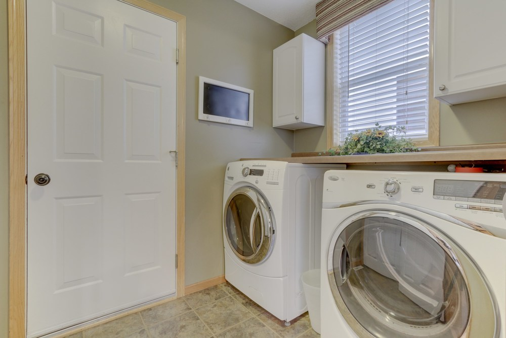 031_Main Floor Laundry.jpg