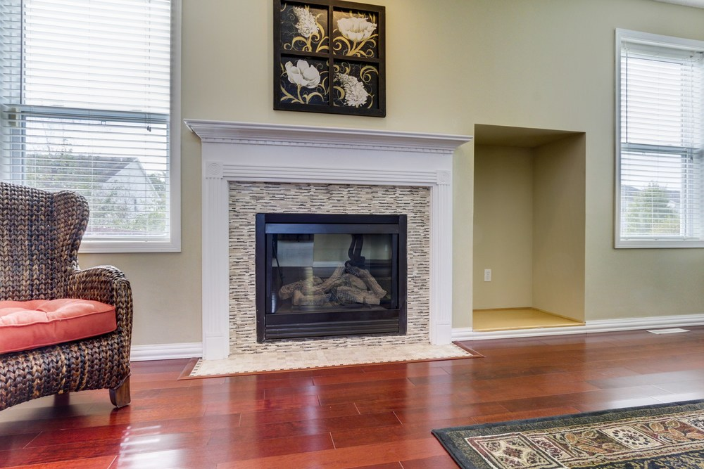 011_Gas Fireplace.jpg