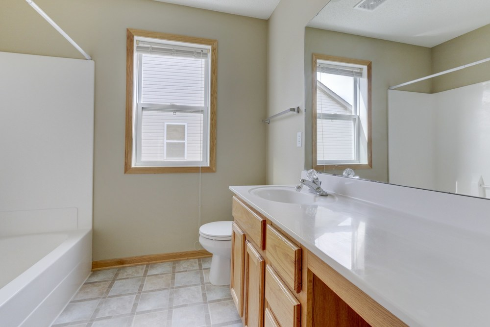 027_Upstairs Bathroom.jpg