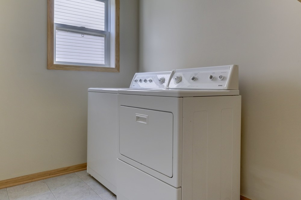 028_Main Floor Laundry.jpg