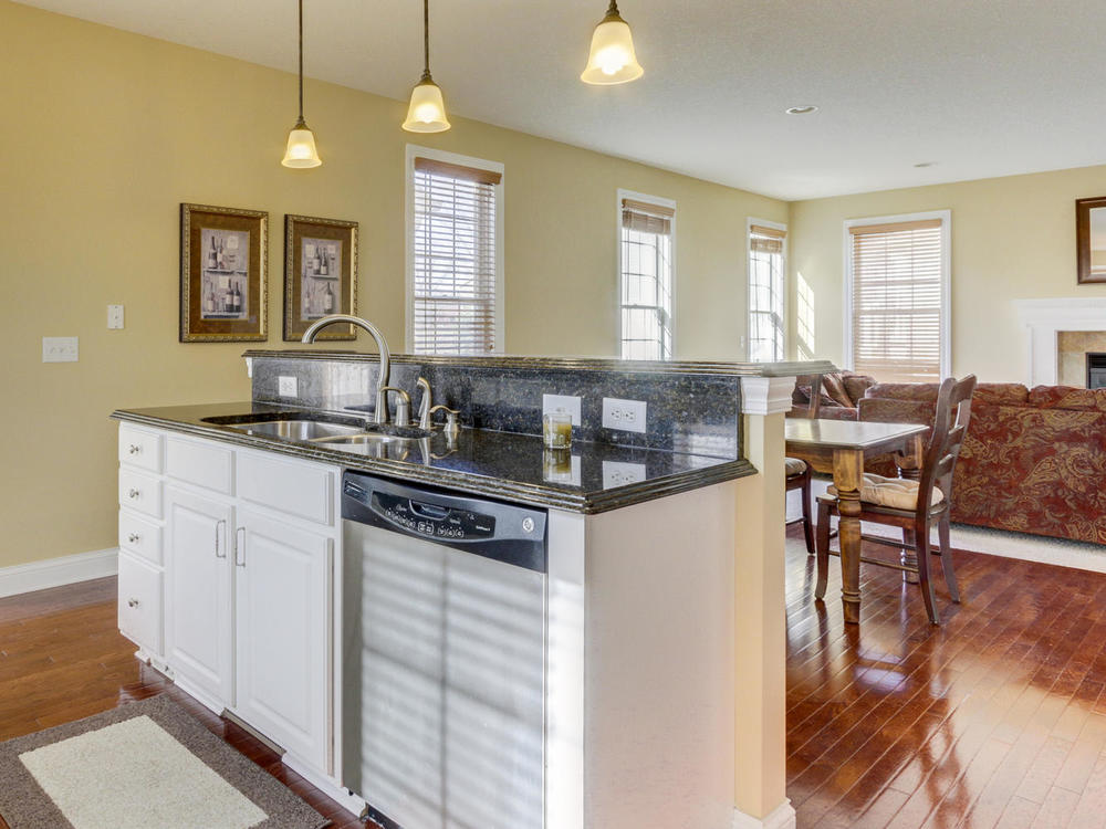 12625 85th Pl N Maple Grove MN-large-011-9-KitchenBreakfast Bar-1334x1000-72dpi.jpg