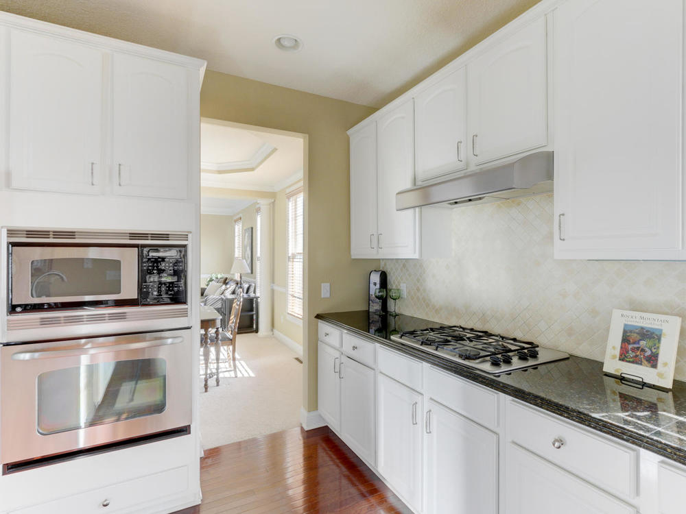 12625 85th Pl N Maple Grove MN-large-014-13-Kitchen-1334x1000-72dpi.jpg