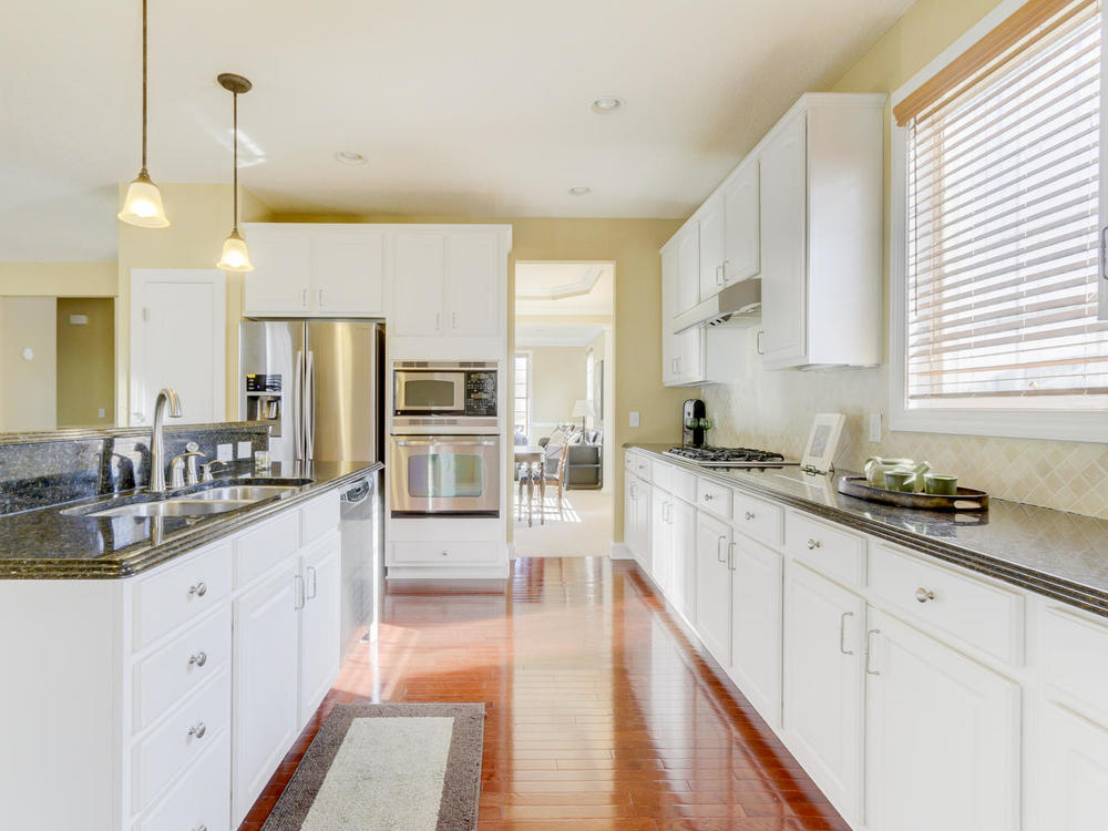 12625 85th Pl N Maple Grove MN-large-013-10-Kitchen-1334x1000-72dpi.jpg