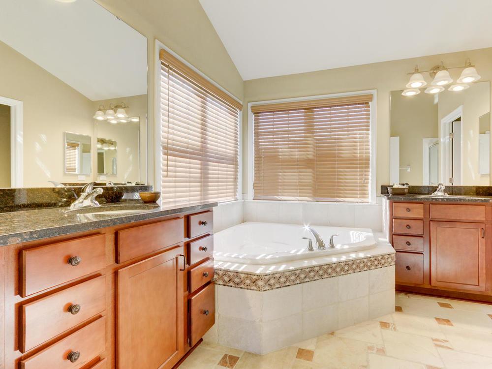 12625 85th Pl N Maple Grove MN-large-021-24-Master Bath-1334x1000-72dpi.jpg