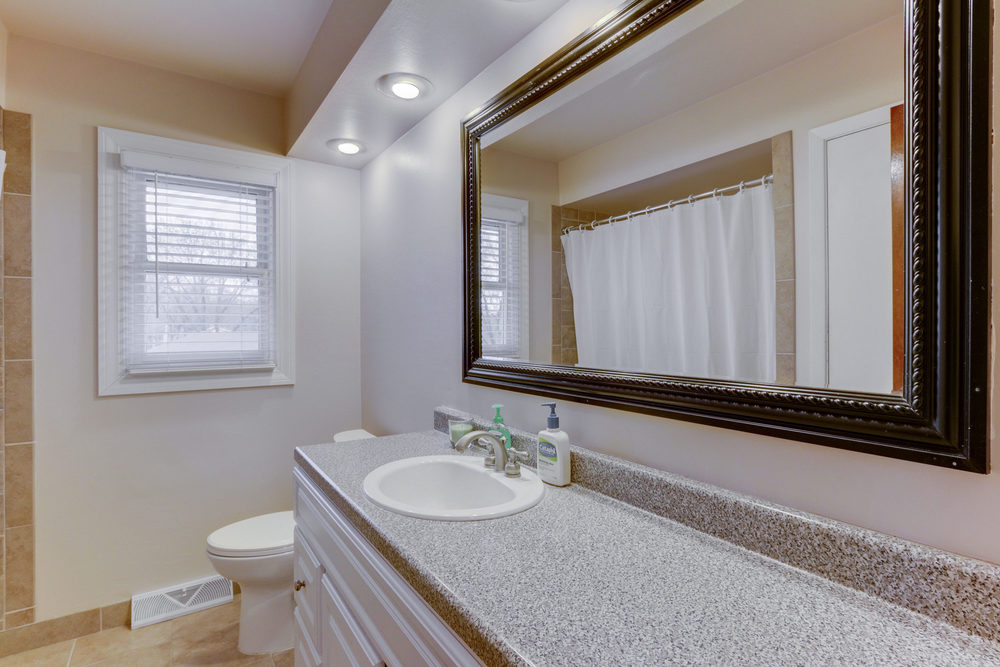 6734 Berkshire Ln N Maple-print-013-14-Main Bathroom-3000x2000-300dpi.jpg