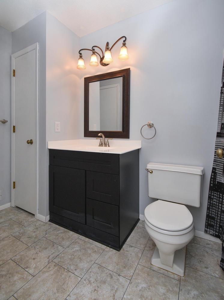13721 86th Avenue N Maple-large-011-13-Bathroom-746x1000-72dpi.jpg