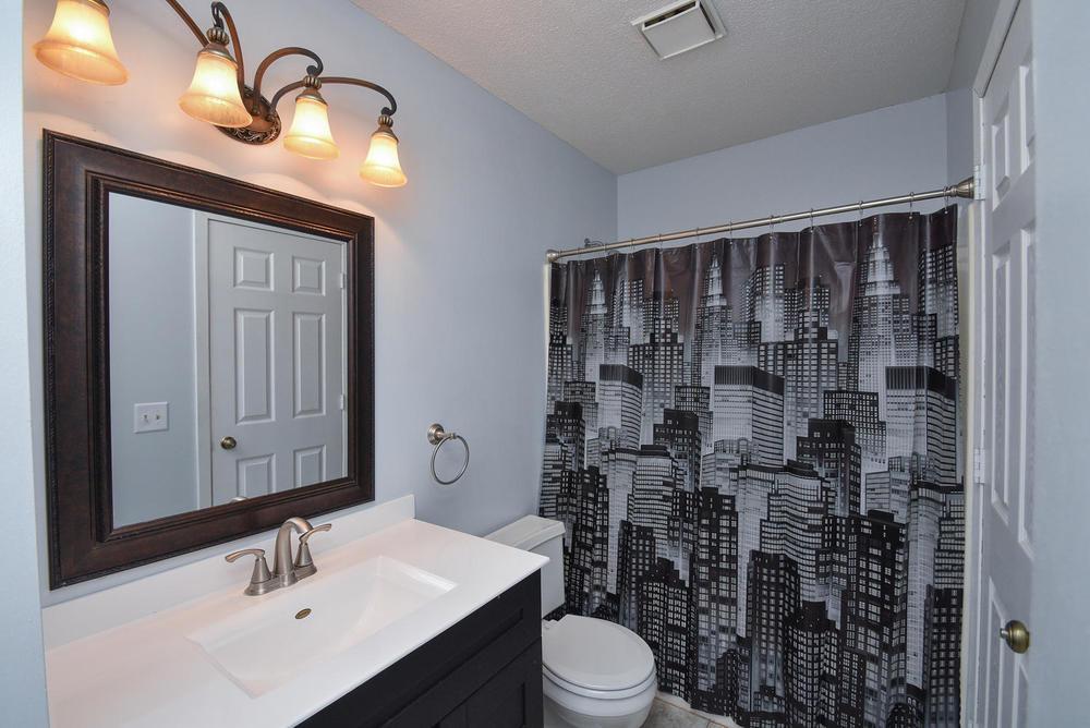 13721 86th Avenue N Maple-large-010-15-Bathroom-1496x1000-72dpi.jpg