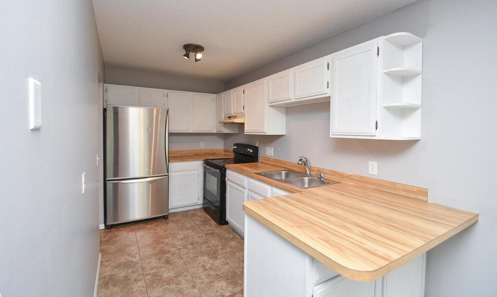 13721 86th Avenue N Maple-large-020-11-Kitchen-1500x899-72dpi.jpg