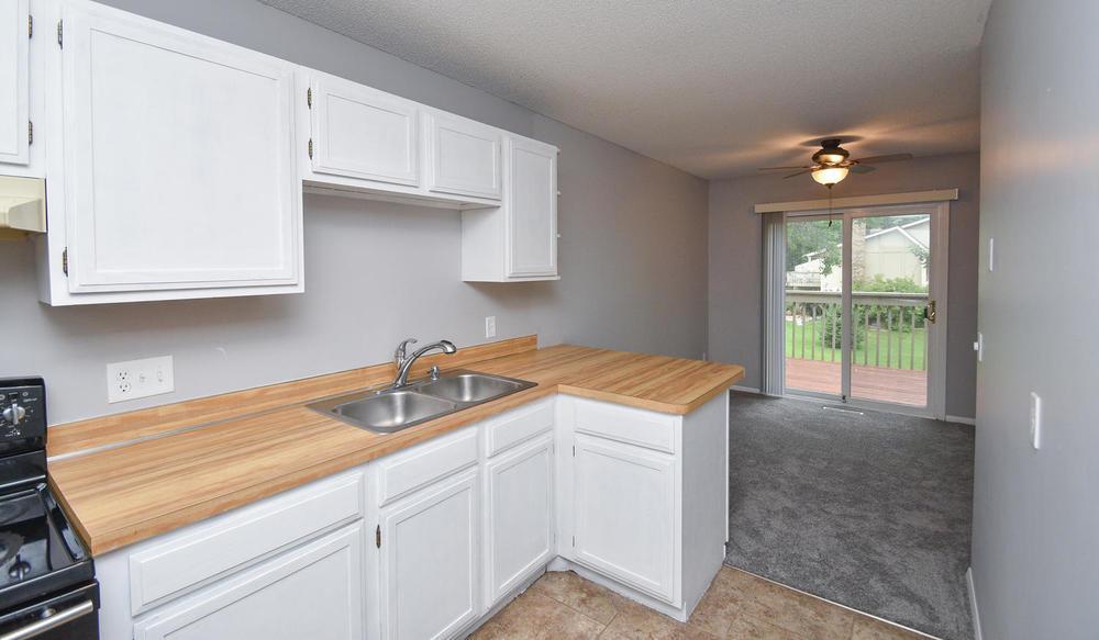 13721 86th Avenue N Maple-large-021-8-Kitchen-1500x874-72dpi.jpg