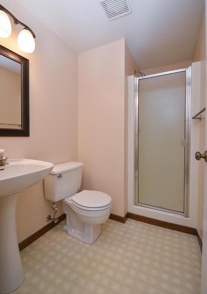 13721 86th Avenue N Maple-large-025-19-Bathroom-705x1000-72dpi.jpg