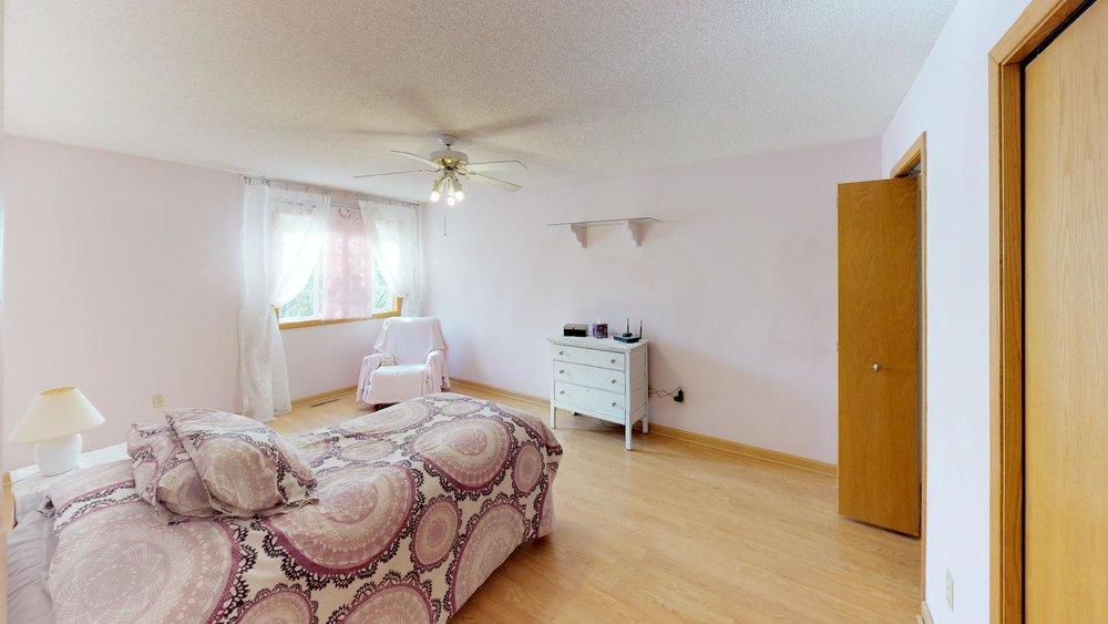 60th-nre-Bedroom.jpg