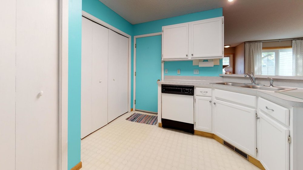 13485-60th-Place-N-4-Plymouth-MN-55446-Kitchen(1).jpg