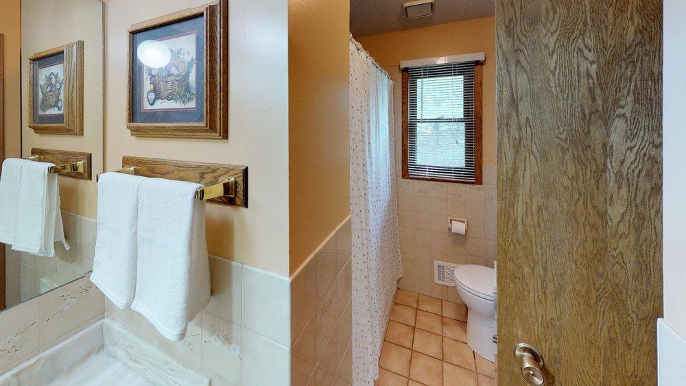 51st_nre-Bathroom.jpg
