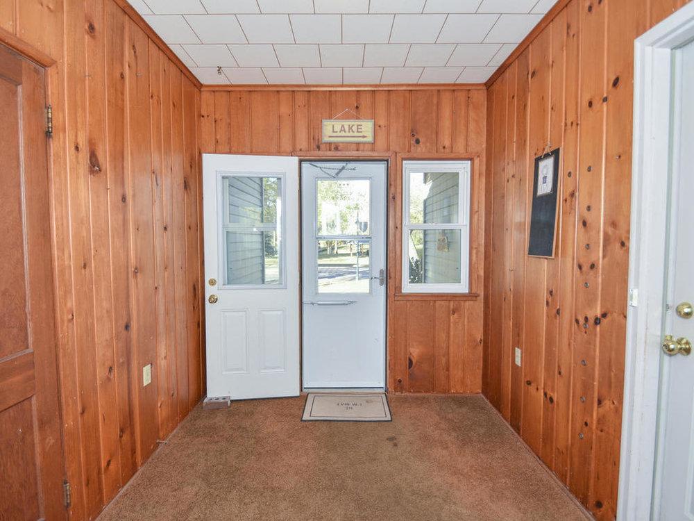 345 Oak Ave N Annandale MN-008-21-Foyer-MLS_Size.jpg