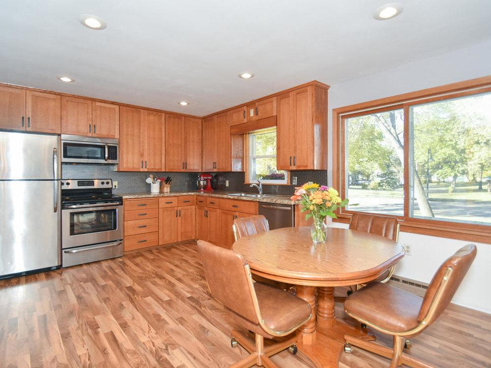 345 Oak Ave N Annandale MN-011-9-Kitchen-MLS_Size.jpg