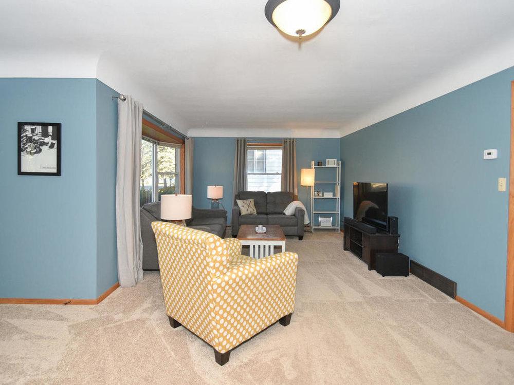 345 Oak Ave N Annandale MN-012-29-Living Room-MLS_Size.jpg