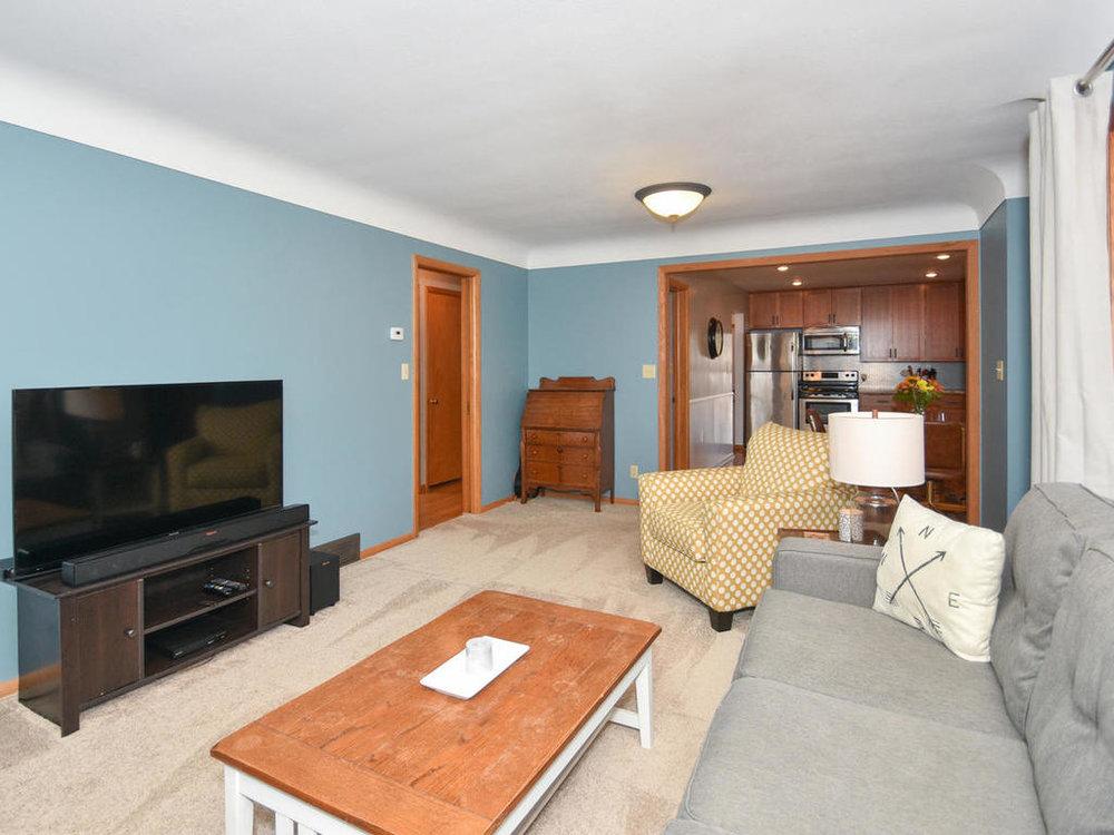 345 Oak Ave N Annandale MN-015-28-Living Room-MLS_Size.jpg