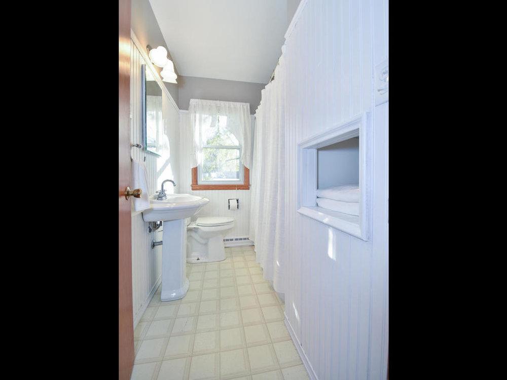 345 Oak Ave N Annandale MN-018-2-Bathroom-MLS_Size.jpg