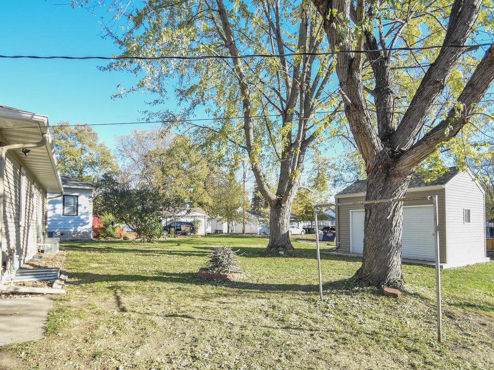 345 Oak Ave N Annandale MN-003-23-Yard-MLS_Size.jpg