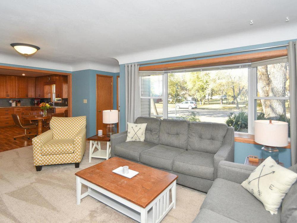 345 Oak Ave N Annandale MN-014-27-Living Room-MLS_Size.jpg