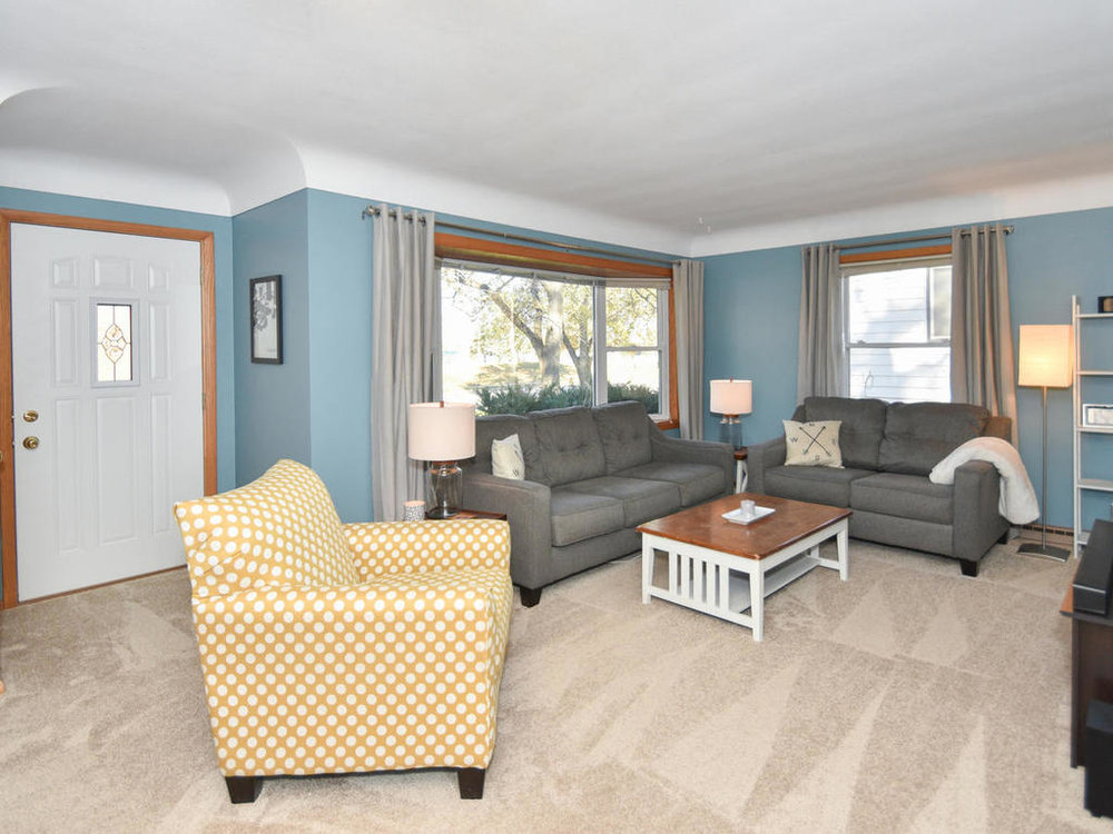 345 Oak Ave N Annandale MN-013-26-Living Room-MLS_Size.jpg