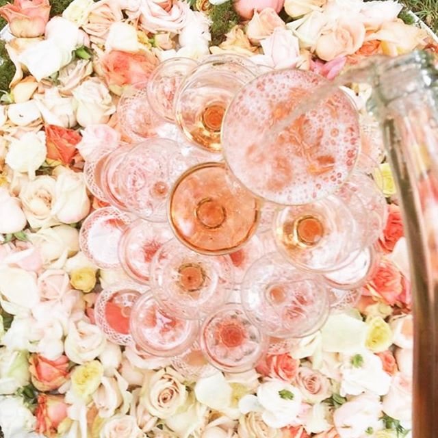 Hello Friday... we've been waiting for yah🥂🌺! #fridayfeeling #friday #weekendvibes #weekend #rosepetal #champagne #champagneshowers #rosechampagne #eventplanner #eveningvibes #whosout #grabyourgirls #longweek #rechargeyoursoul #rechargeyourlife #wine #endoftheweektreat #luxurylifestyle #girlboss