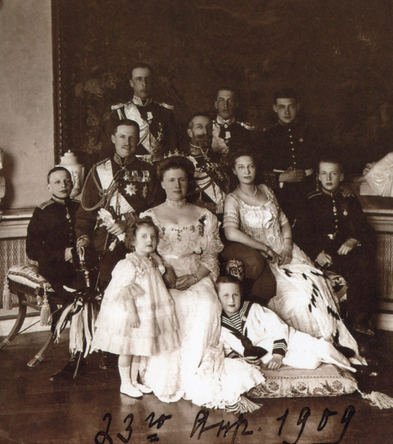 The Konstantinovichi at Pavlovsk, 1909.  Prince Gavriil is at the rear.