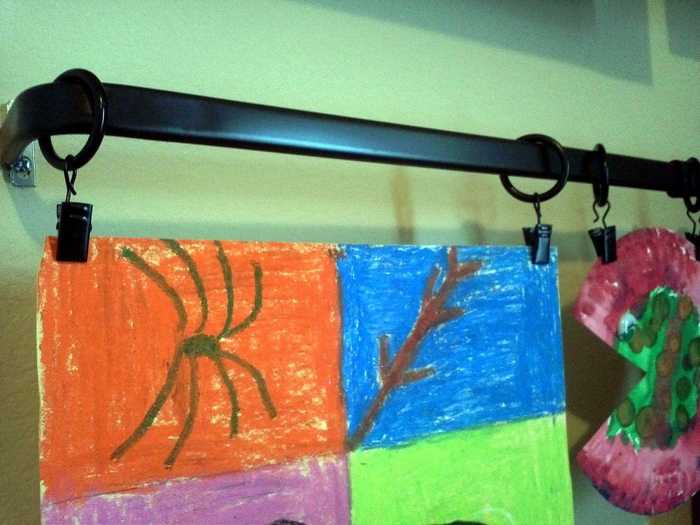 Curtain hooks to display children's art - Organizing with a Side of Fabulous