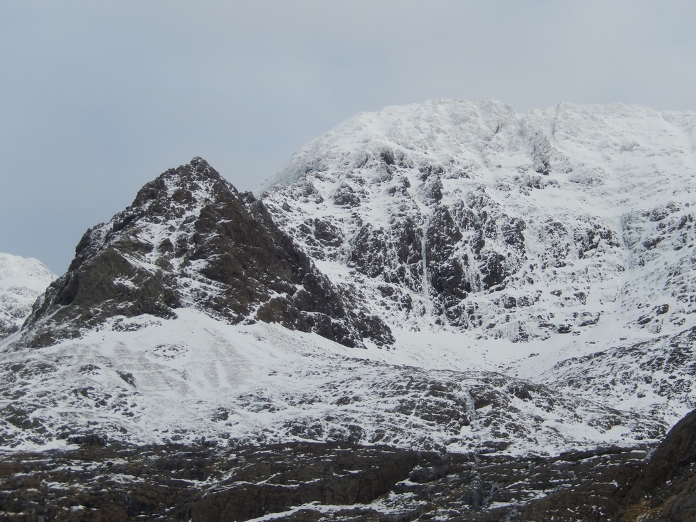 Walk in to West Face of Ghreadaidh (White Wedding is the obvious vertical white line in the centre)
