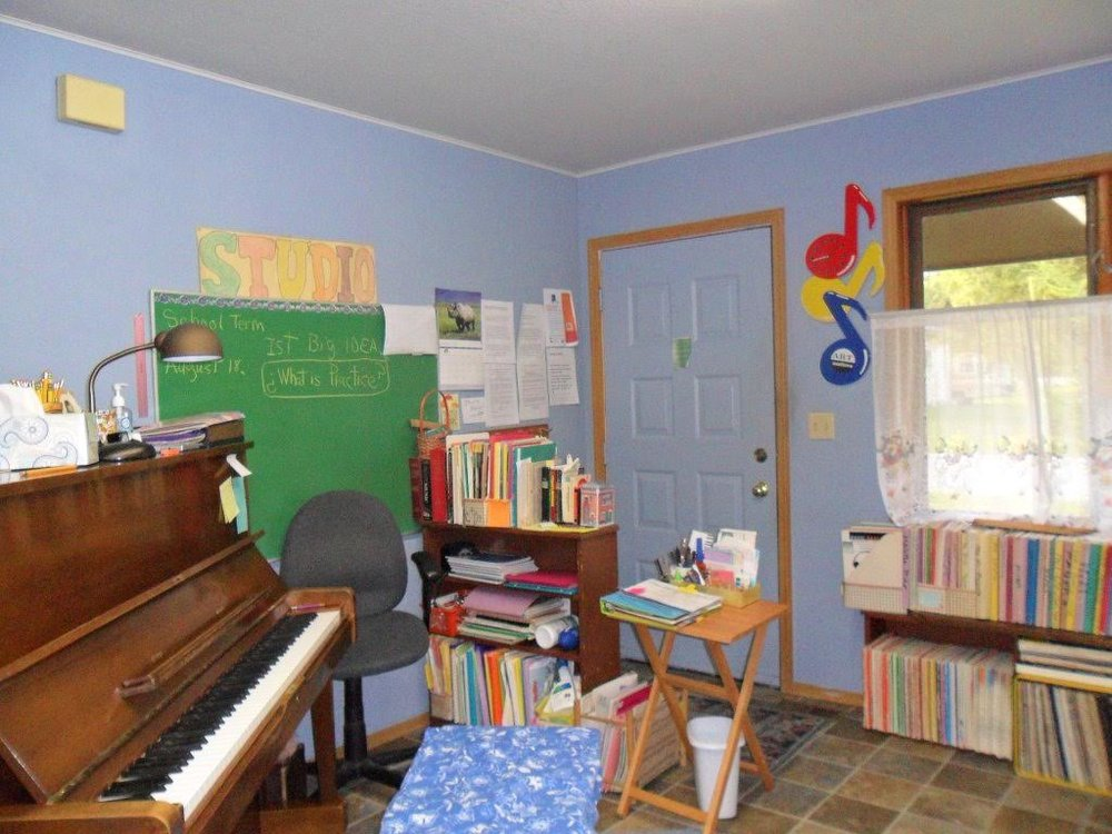 The front corner teaching station in Hitchcock Piano Studio.