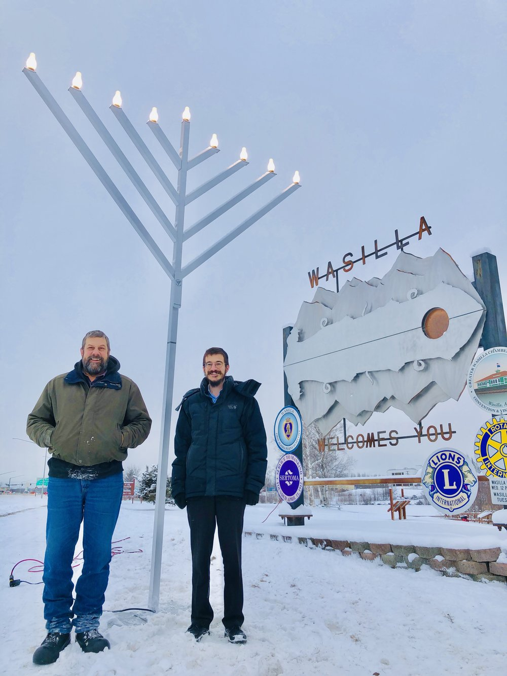 Jeff Hewitt with Rabbi Mendy Greenburg