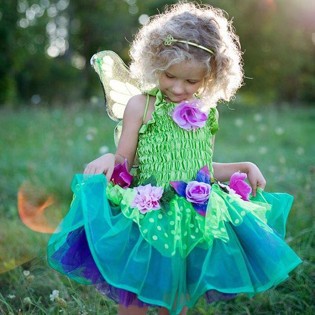 Den lilla Blomsterfen. Finast av alla våra utklädningsklänningar!