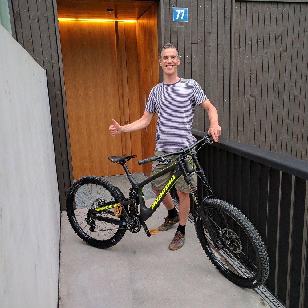 Guido Schnider   Mein Name ist Guido Schnider und ich bin seit über zwanzig Jahre auf dem Bike unterwegs. Früh hat es mich auch interessiert wie die Trails entstehen und wer für den Unterhalt zuständig ist. Einige Jahre habe ich selber zur Schaufel gegriffen und die Trails in der Gegend unterhalten. Im Vorstand vertrete ich die Anliegen der Vereinsmitlieder zum Ausbau und Unterhalt am Adlisberg aka Eliftrail. D.h. ich treffe mich mit dem Förster der Züribergseite und bin regelmässig am Meetings mit grün Stadt Zürich mit dabei.