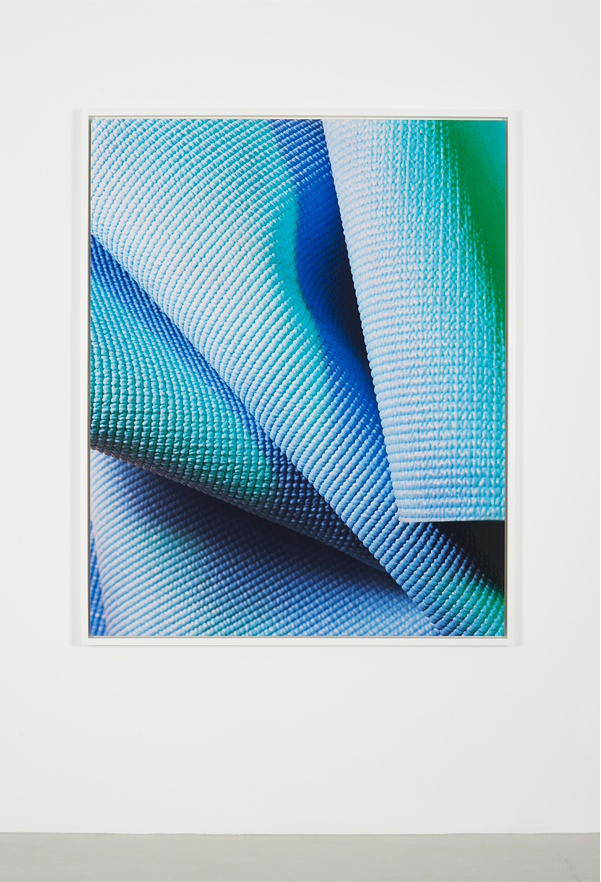 Elizabeth, 2012      Digital C-print mounted on aluminum      152.4 x 121.9 cm / 60 x 48 inches