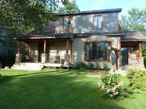 rénovation extérieur beaupré, lauréat nobilis, changement de fenêtres, toiture, bardeau de cèdre, maibec, isolation