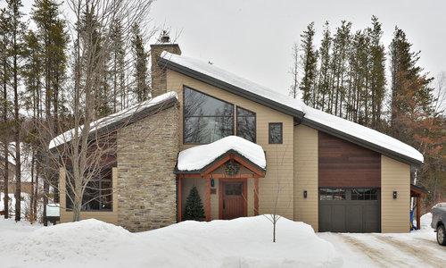 Maison neuve à Saint-Férreol-les-Neiges. Par ici pour voir toutes les photos de cette demeure.
